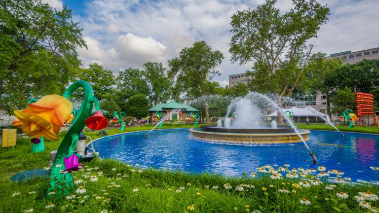Fountain in Franklin Square. Photo via Shutterstock.