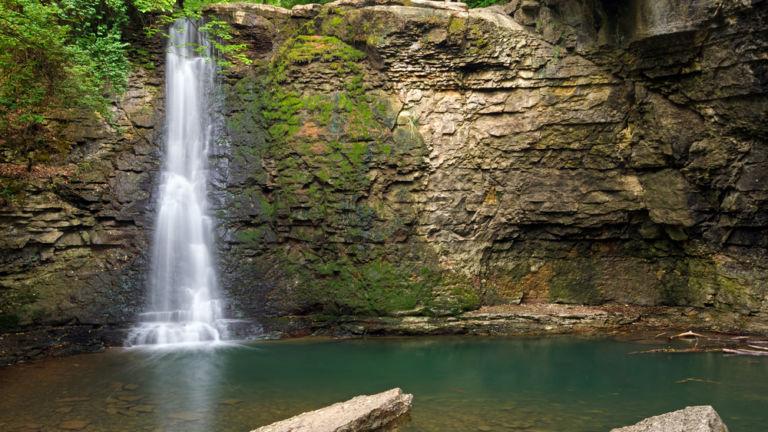 Hayden Run Falls in Dublin, Ohio. Pic via Shutterstock.