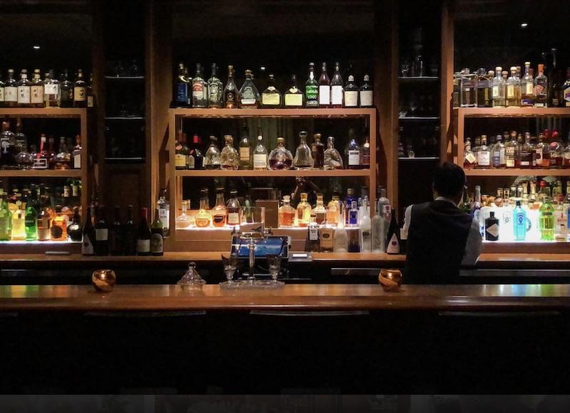Iconic Hotel Bars: Lewers Lounge at Halekulani Hotel